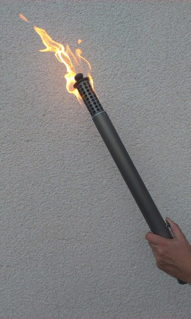 Sicherheitsfackel brennend